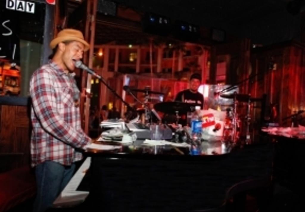 Howl at the Moon Piano Bar