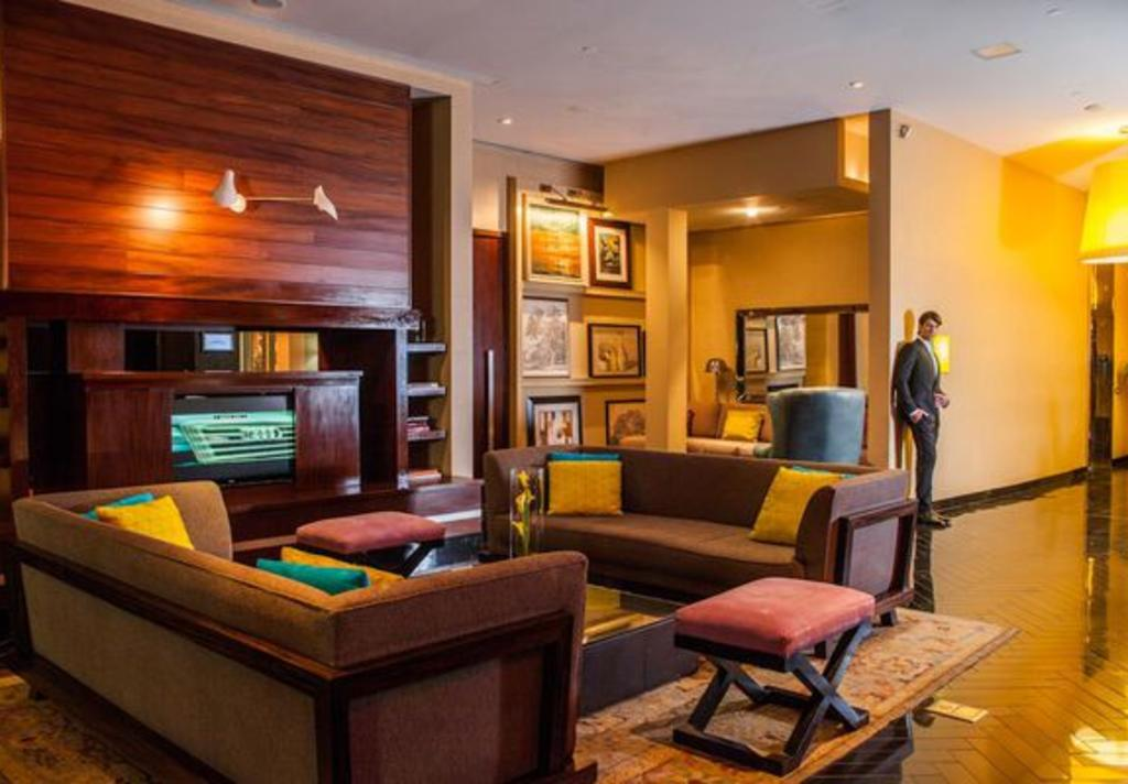 hotel derek lobby 1