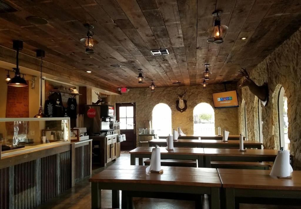 Pinkerton's BBQ Interior