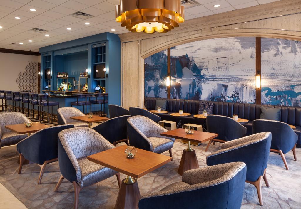 Westin Oaks Galleria Street Level Bar