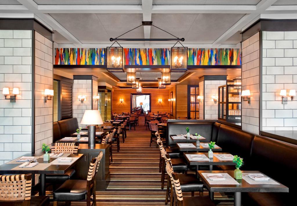 Westin Oaks Galleria White Oak Kitchen and Bar