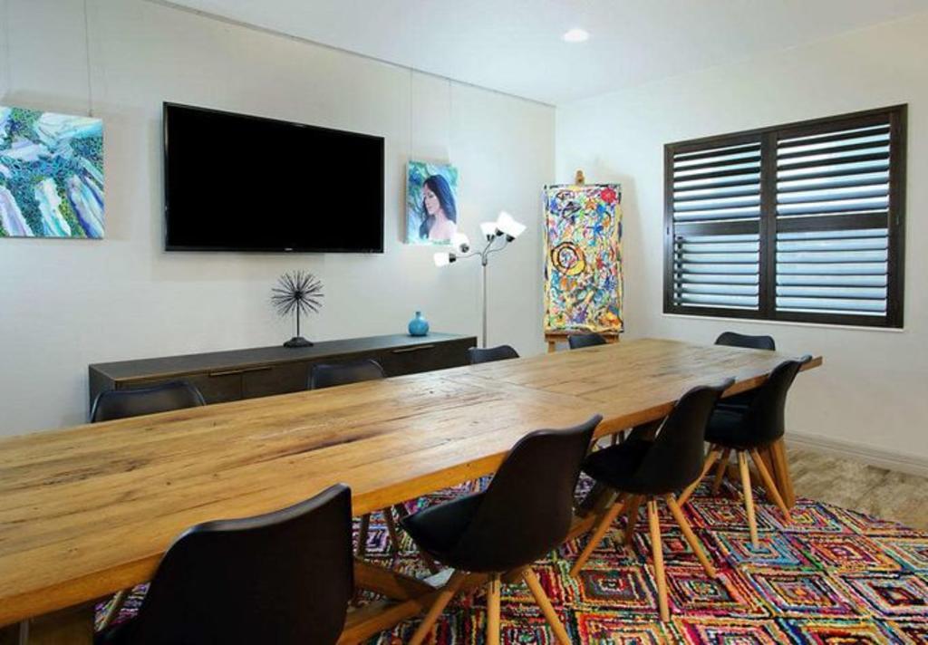 Ylem Hotel Meeting Room