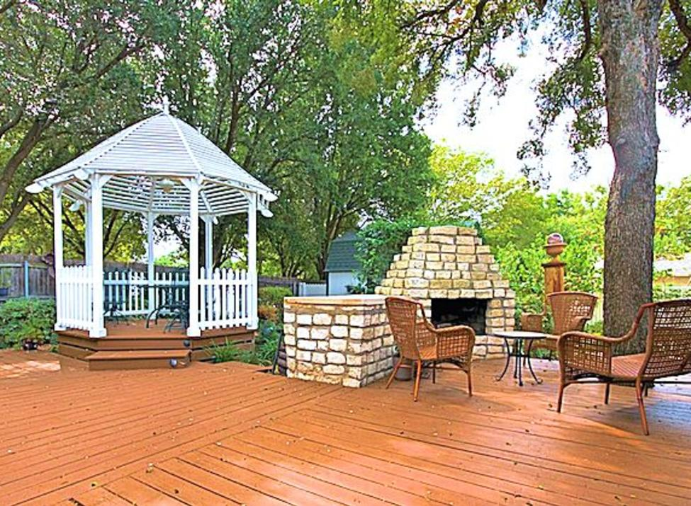 Granbury Gardens Patio
