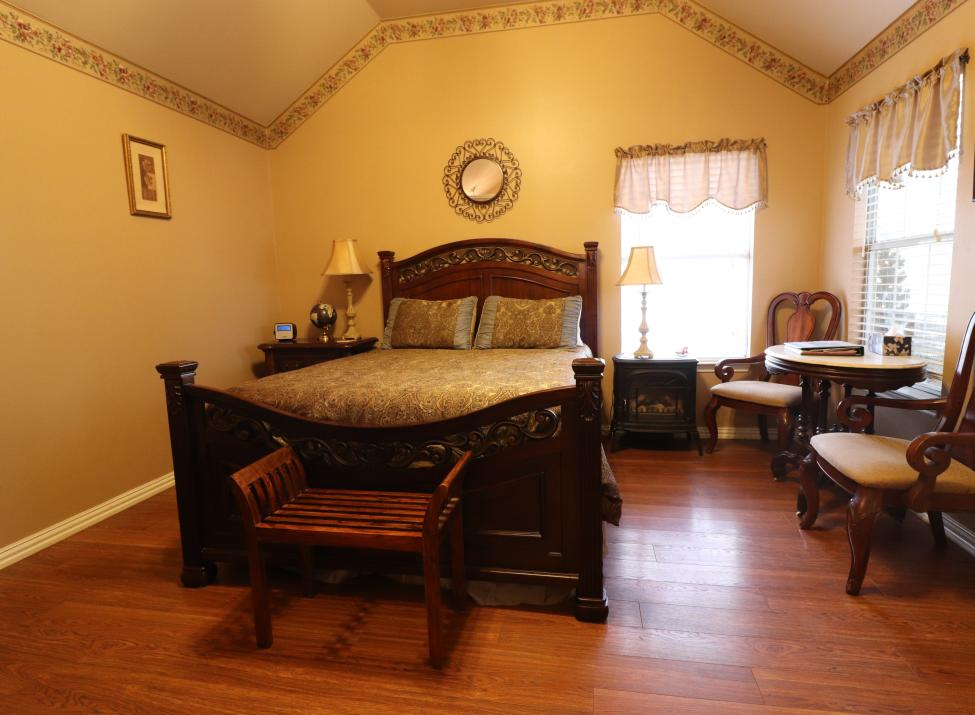 Royal Oak - Queen Bed Cottage
