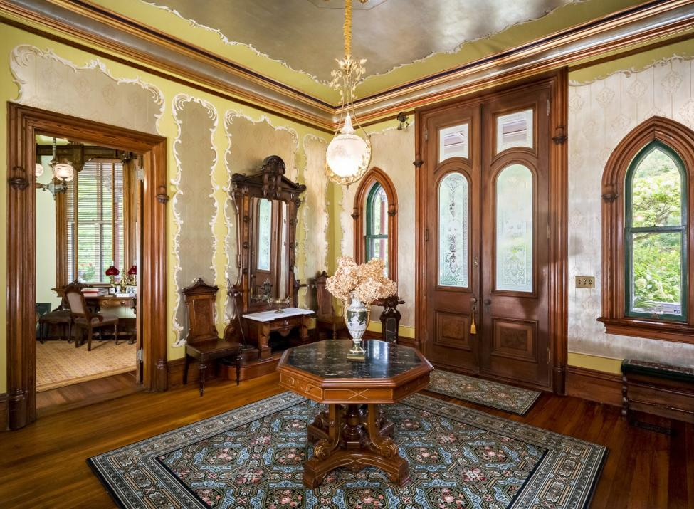 Octagon House foyer