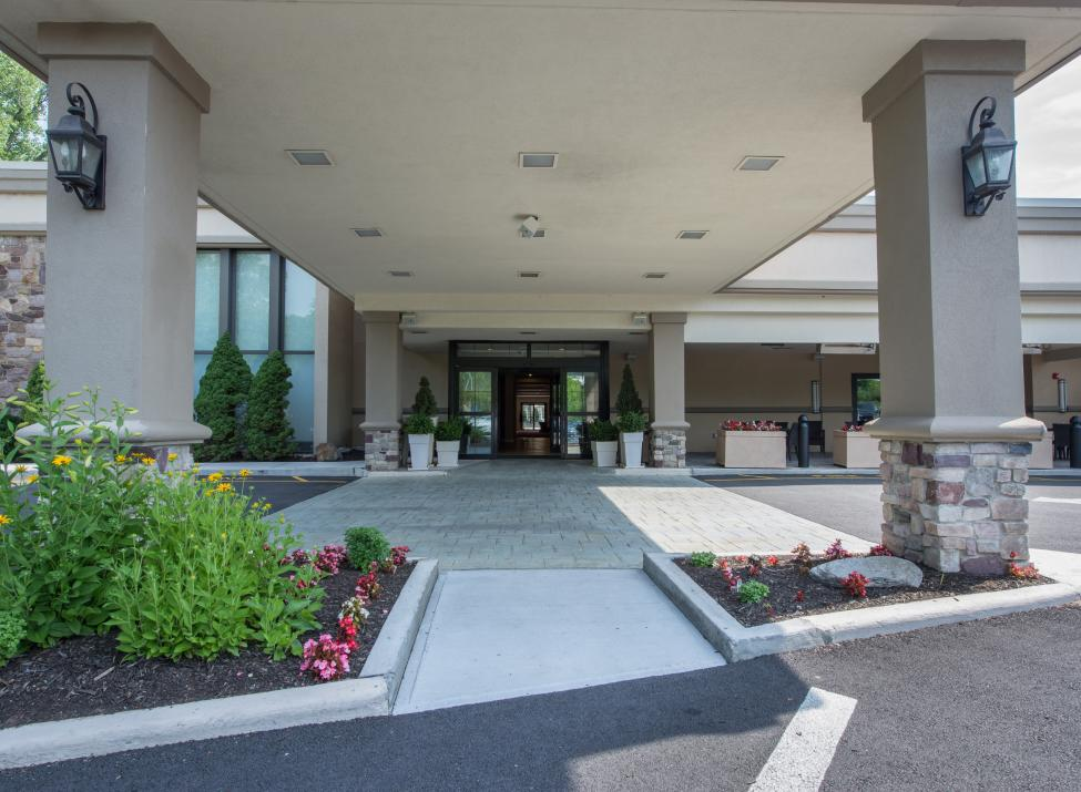 Holiday Inn Mount Kisco EXT entrance