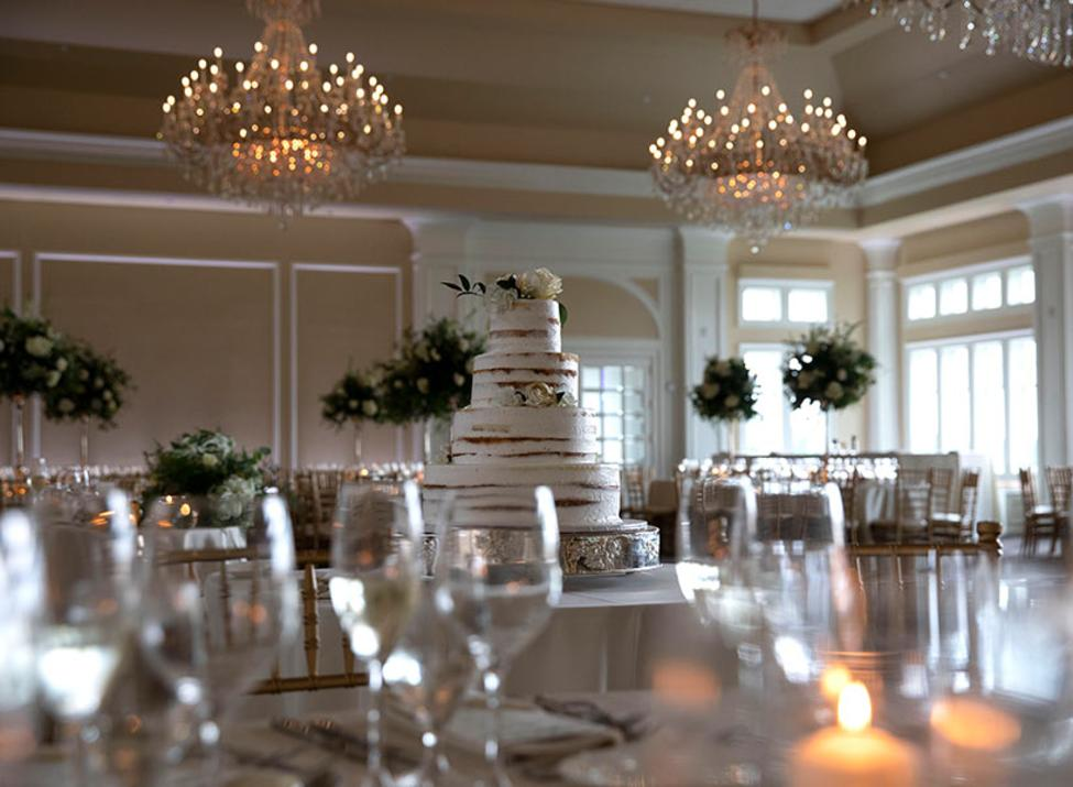 Le Chateau dining room and cake