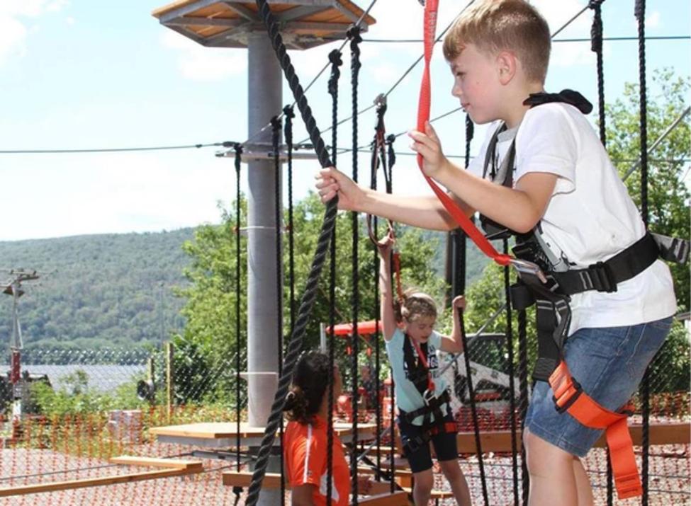 Spins Hudson ropes kids