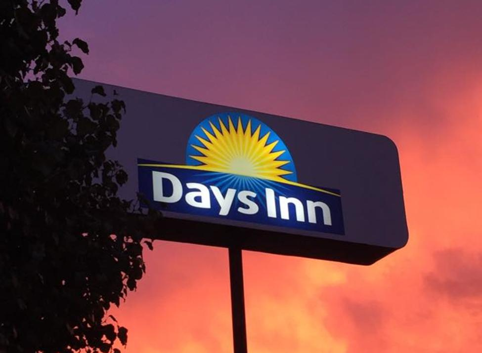 Days Inn Sign