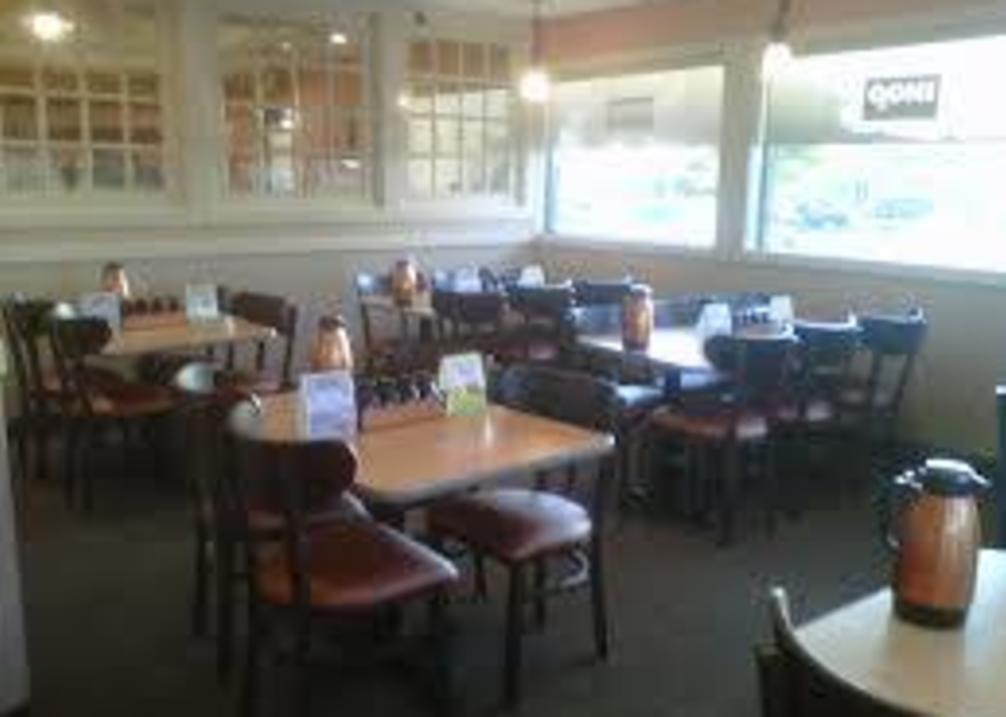 IHOP I-40 East interior