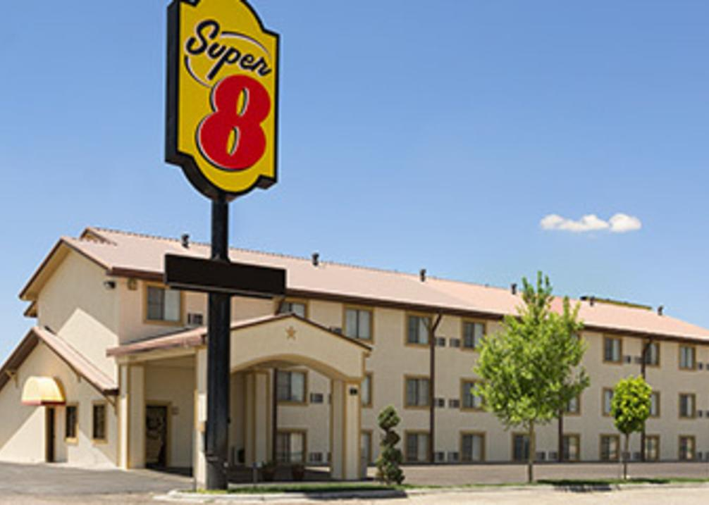 Super 8 East (Lakeside)