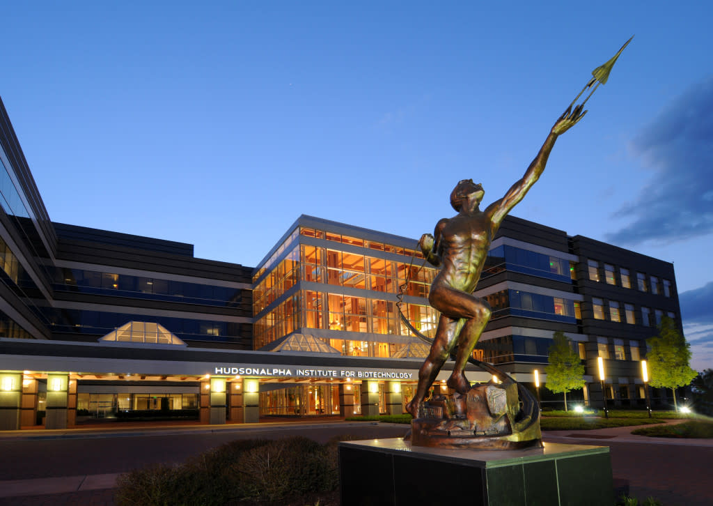 HudsonAlpha-Bldg-with-Statue-1-Night-1024x726