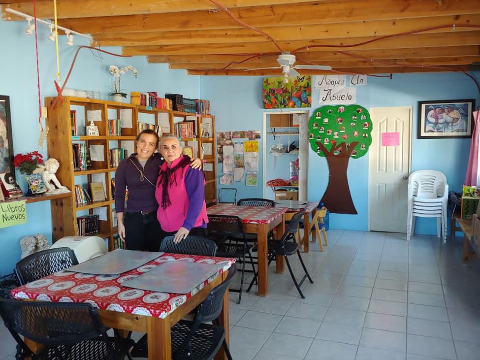 Denise Chavez with Becca Hamilton, of Border Servants Corps's Border Immersion, at Bibiloteca para la Vida.
