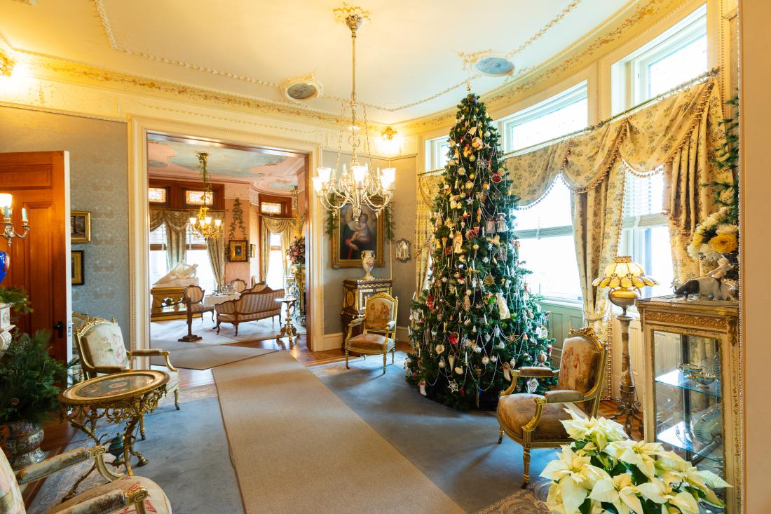Maymont Mansion decorated for Victorian Holidays