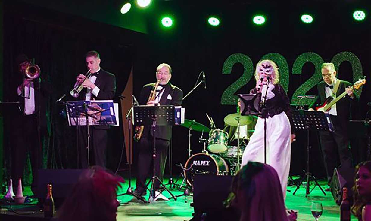 Swingaroux Band NYE