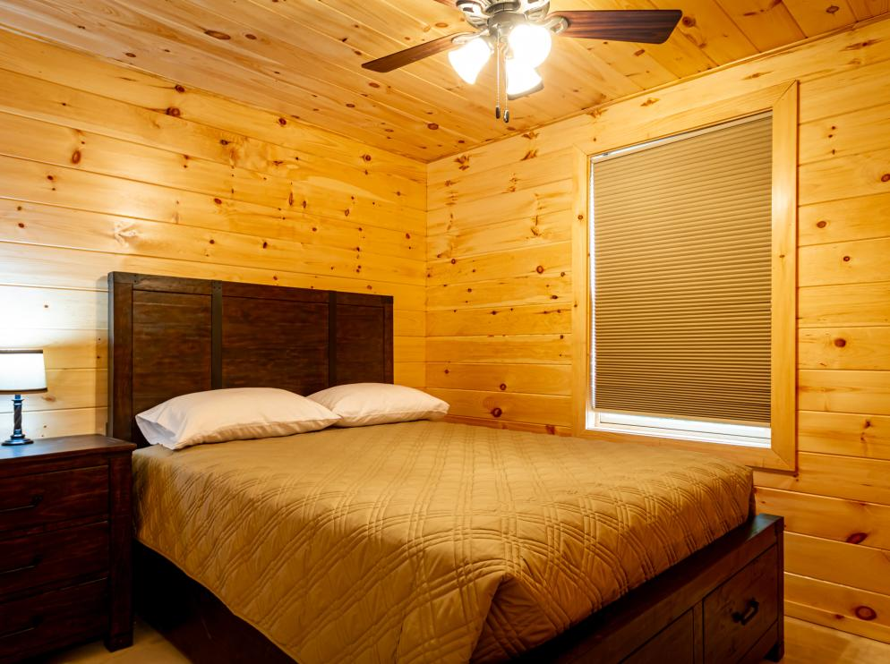Cabin C Queen bedroom