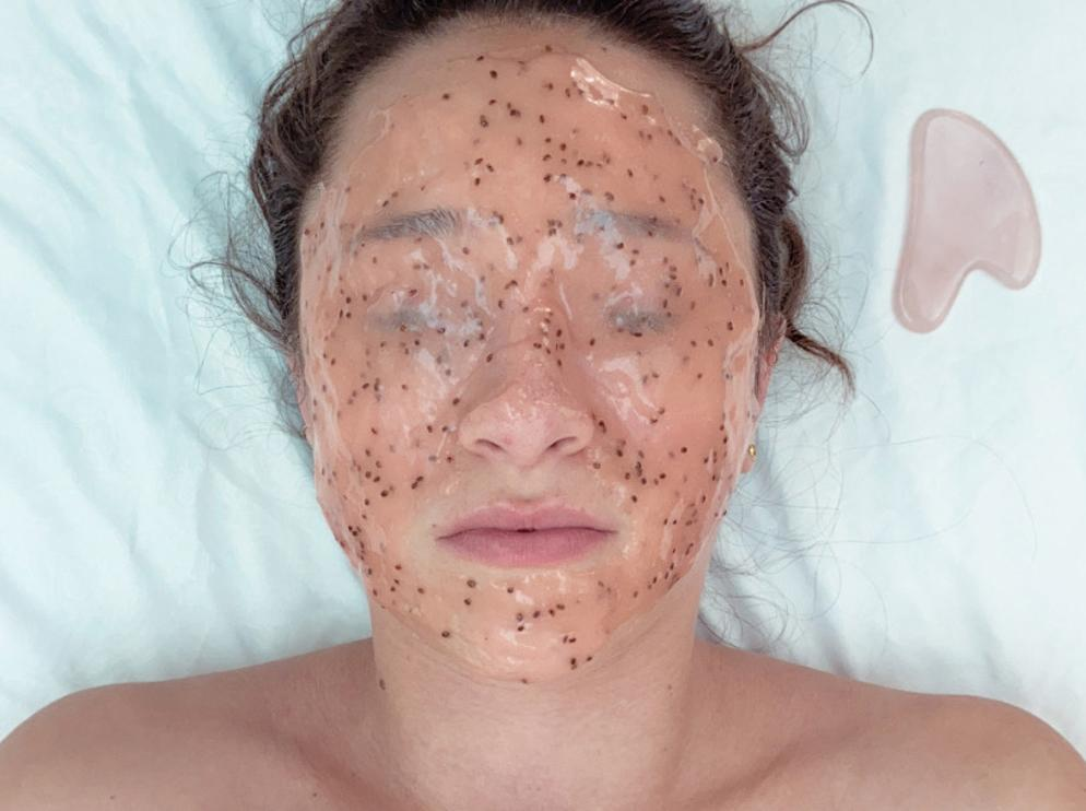 Hydrating hydrojelly mask during the Acupuncture Glow Facial