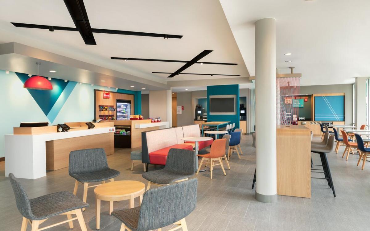 The lobby of Avid Hotels Madison - Monona