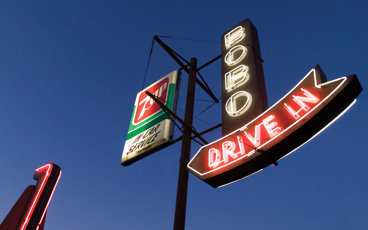 neon-sign-bobos-drive-in