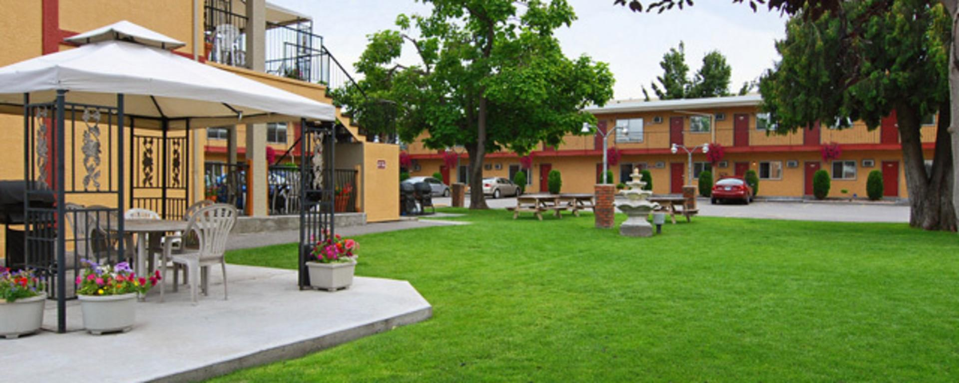 Chinook and Oasis Motel Image