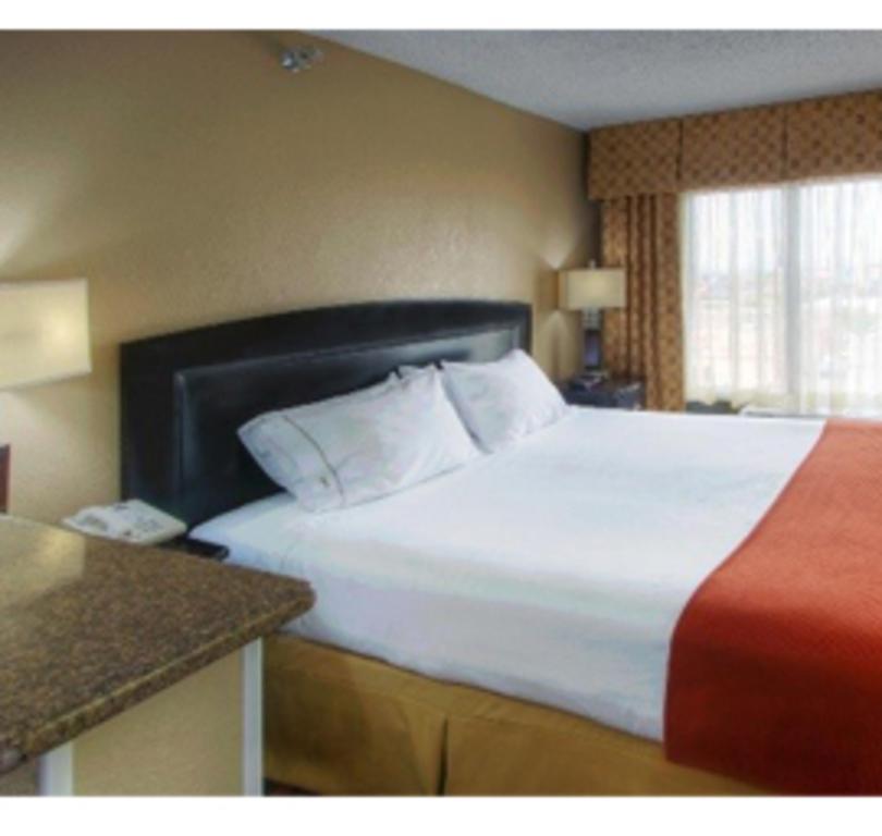 Holiday Inn Express Albuquerque Midtown