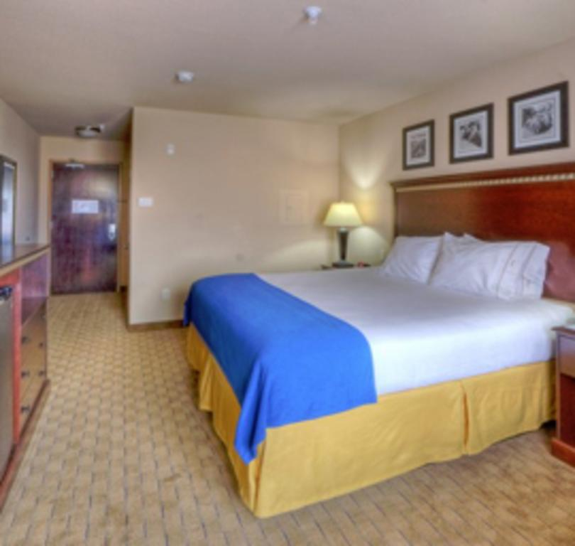 Holiday Inn Express & Suites Historic Old Town