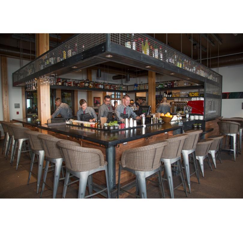 Ten 3 Bar/Lounge