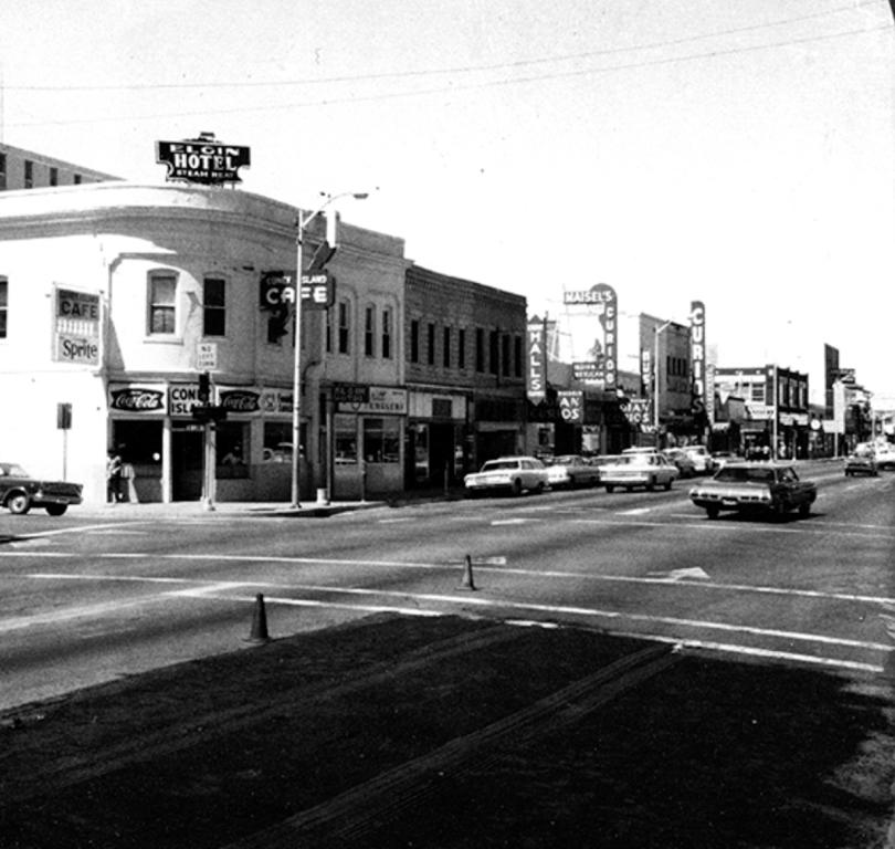Photo from the 50s of the Bliss Building at 5th and Central