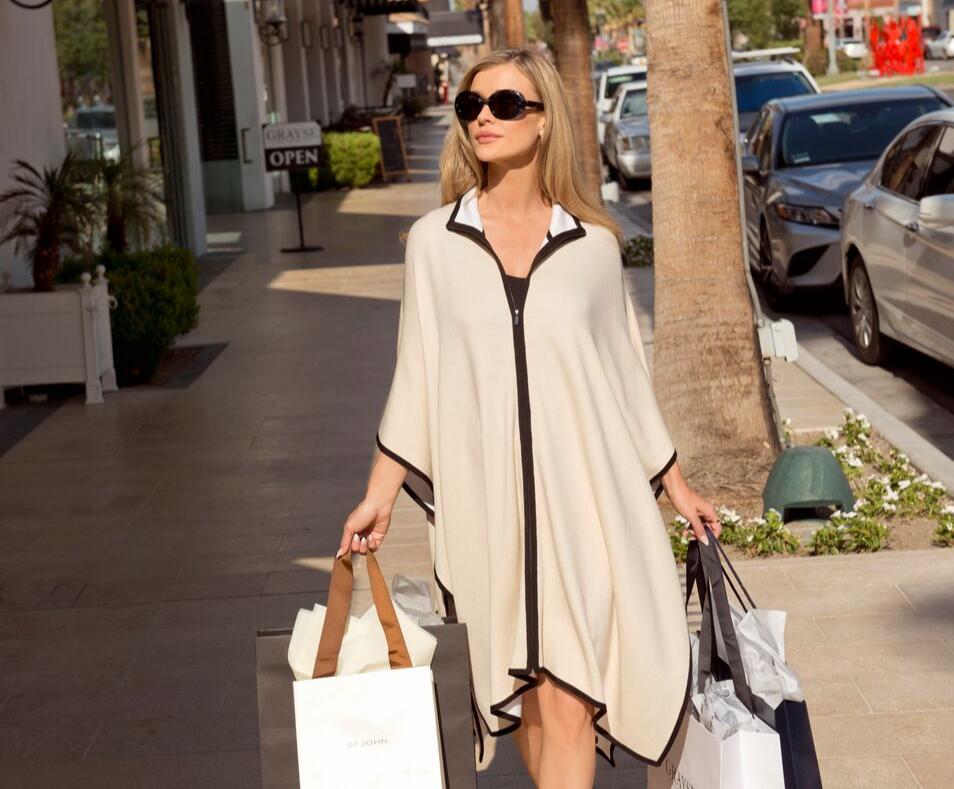 Joanna Krupa shops El Paseo