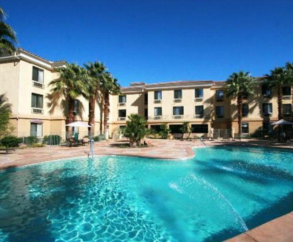Holiday Inn Express & Suites Cathedral City