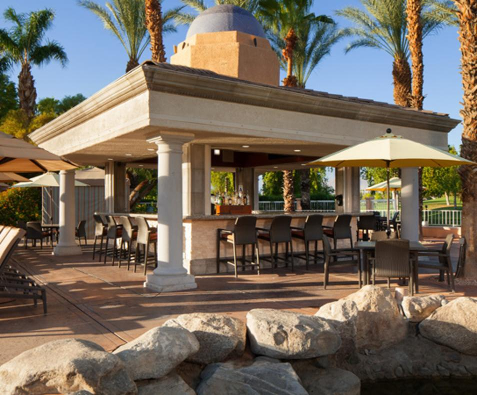 Las Brisas Cafe and Caliente Bar