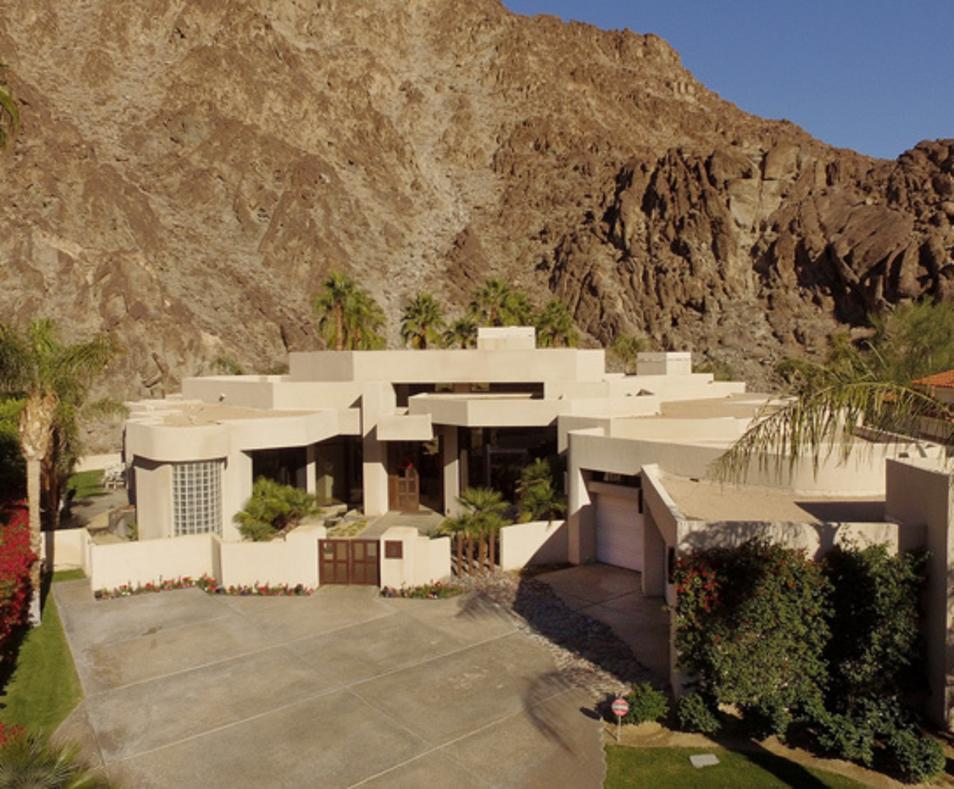 Utopian Luxury Vacation Homes