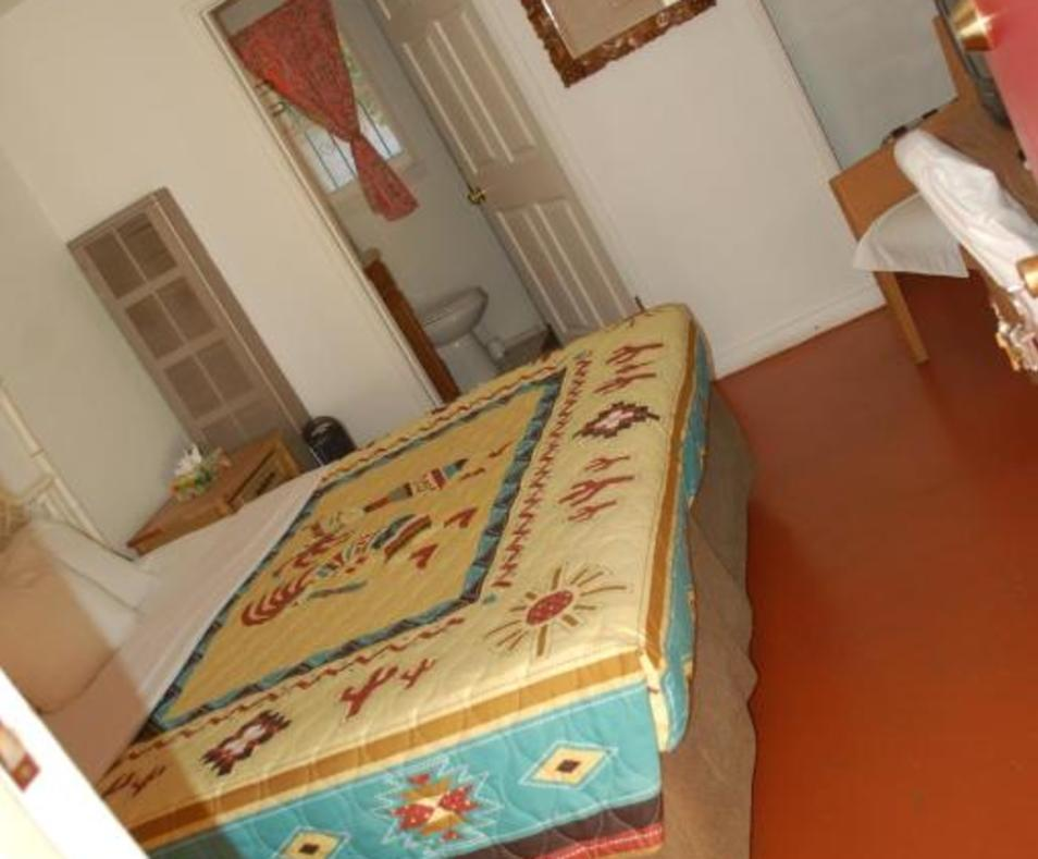 Aloha Hotel room 6