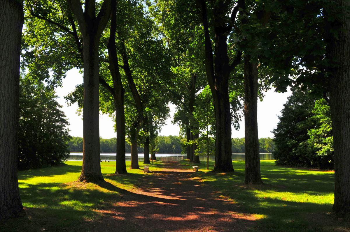 Pennsbury Manor river path