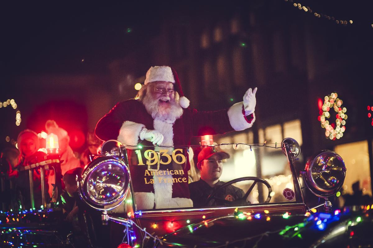 Downtown Traverse City Light Parade, Santa's Arrival & Tree Lighting