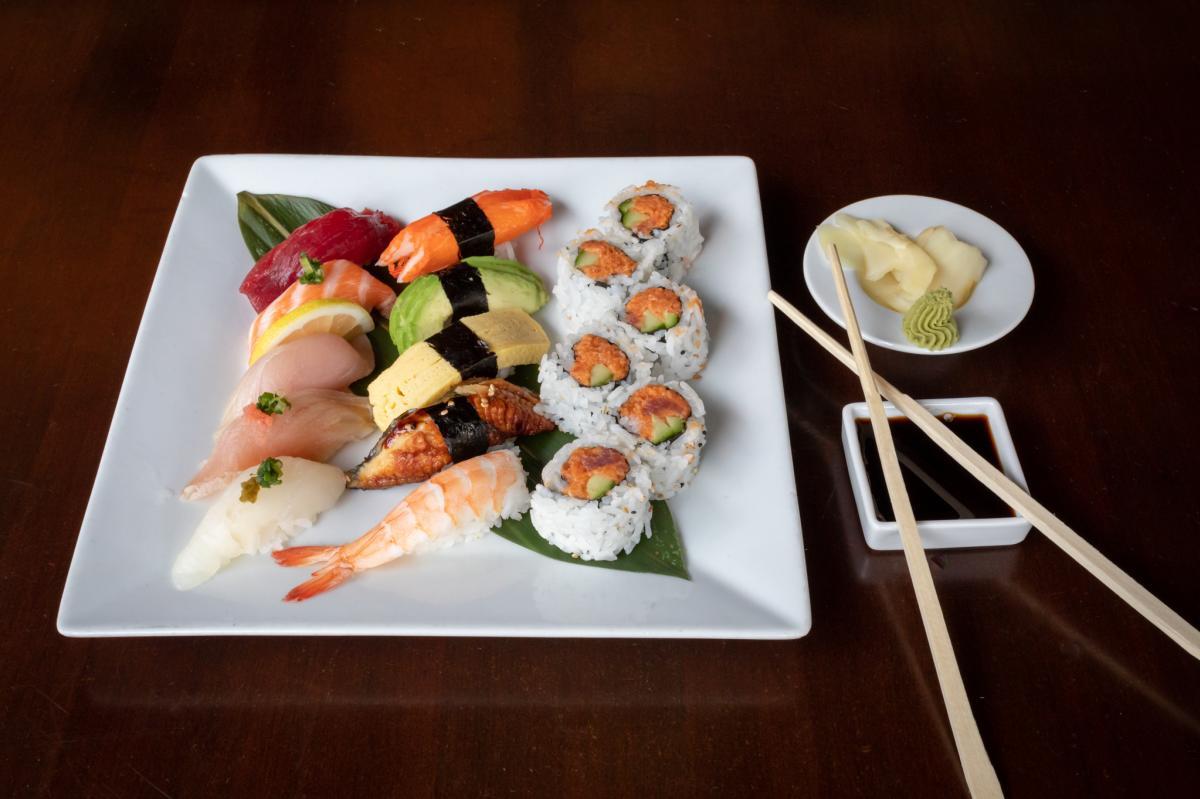 Kabuki-Sushi-Moriawase-chopsticks-soy-sauce-ginger-wasabi