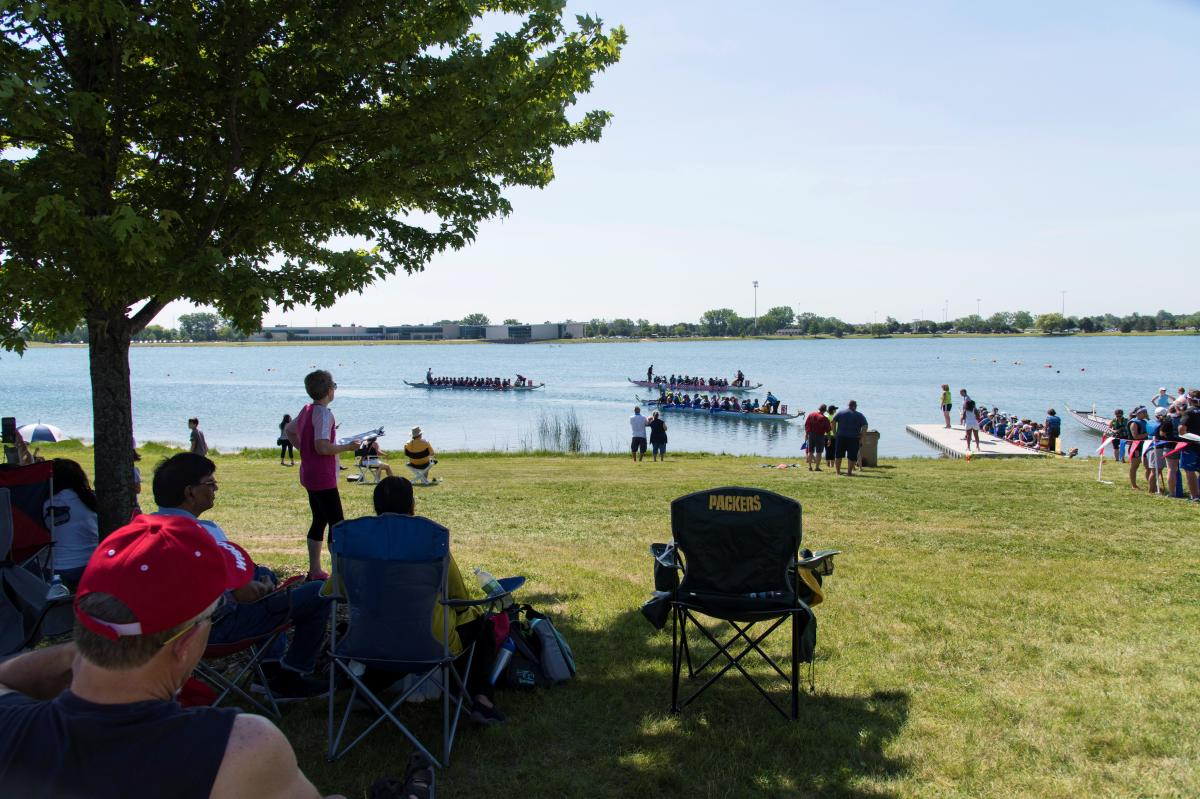 2019 Dragonfest race dock with boats-racers2