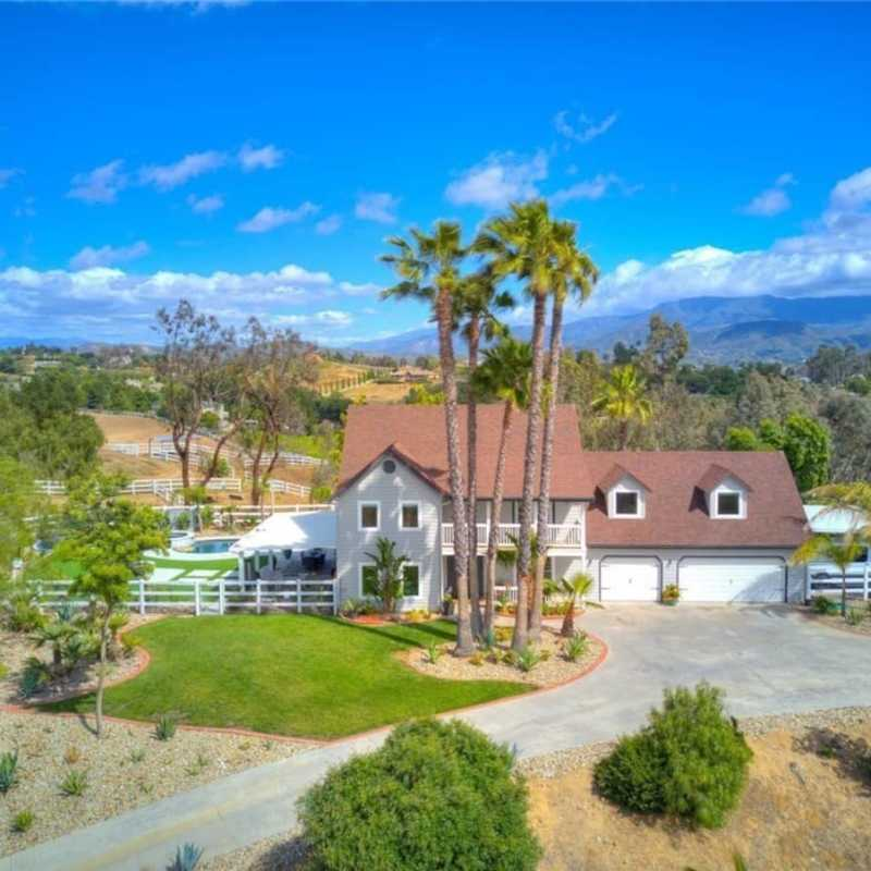 Upscale 5 acre estate in the heart of wine country 1