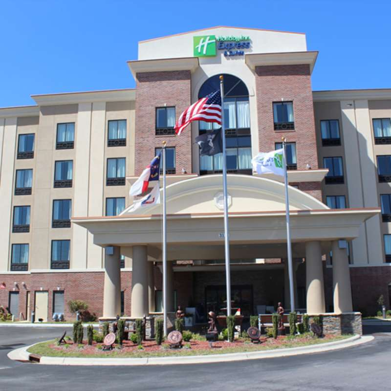 Holiday Inn Express & Suites Hope Mills-Fayetteville Airport