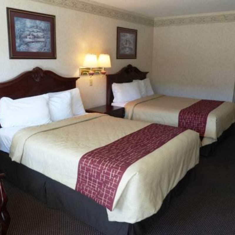 Red Roof Inn - Fayetteville