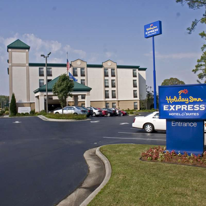 Holiday Inn Express Hotel and Suites - Fayetteville/Fort Bragg