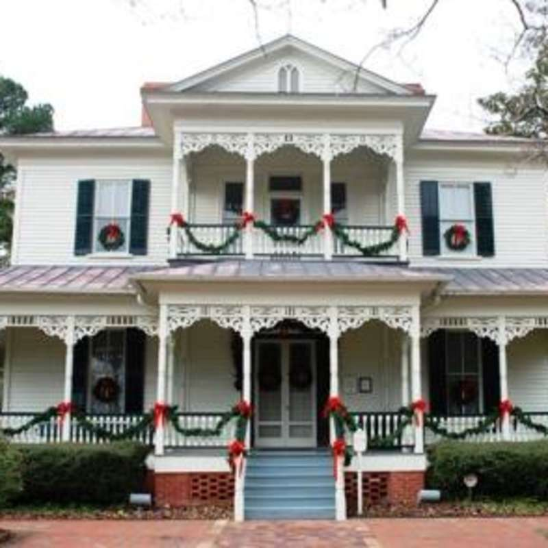 1897 Poe House in Christmas Splendor