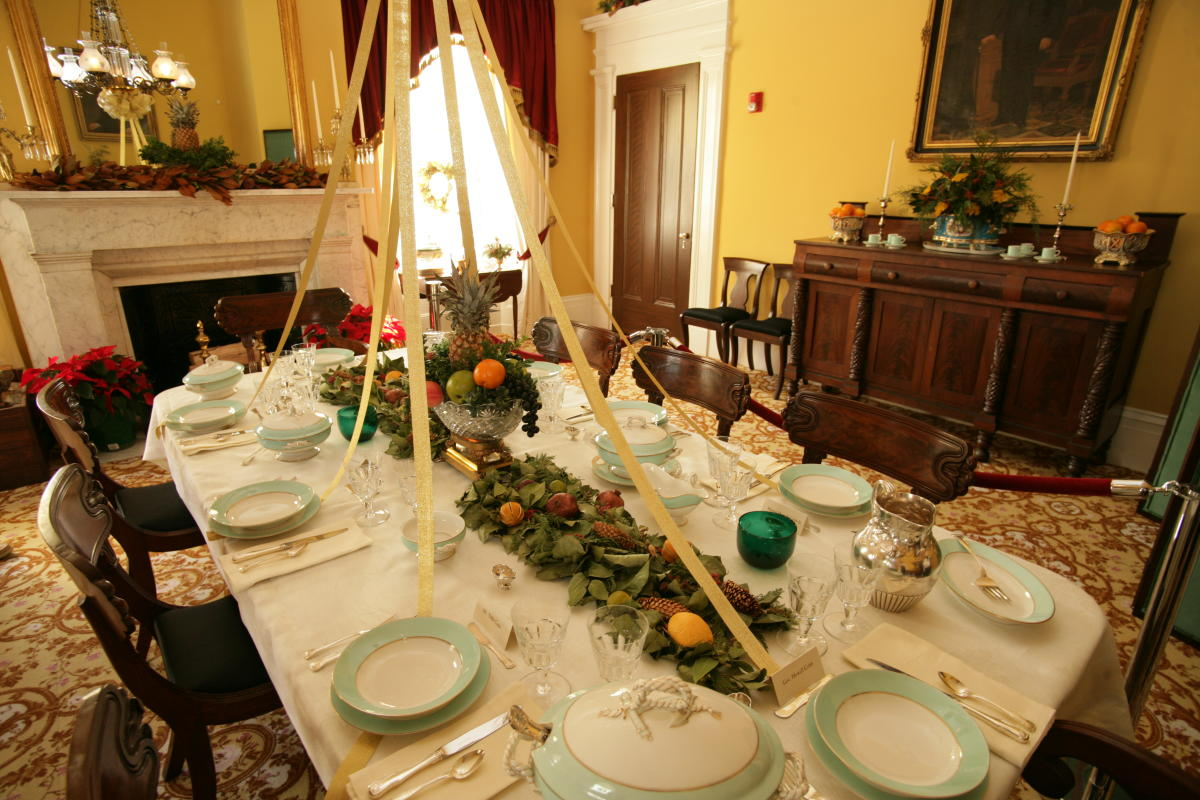 Mansion Christmas dining room