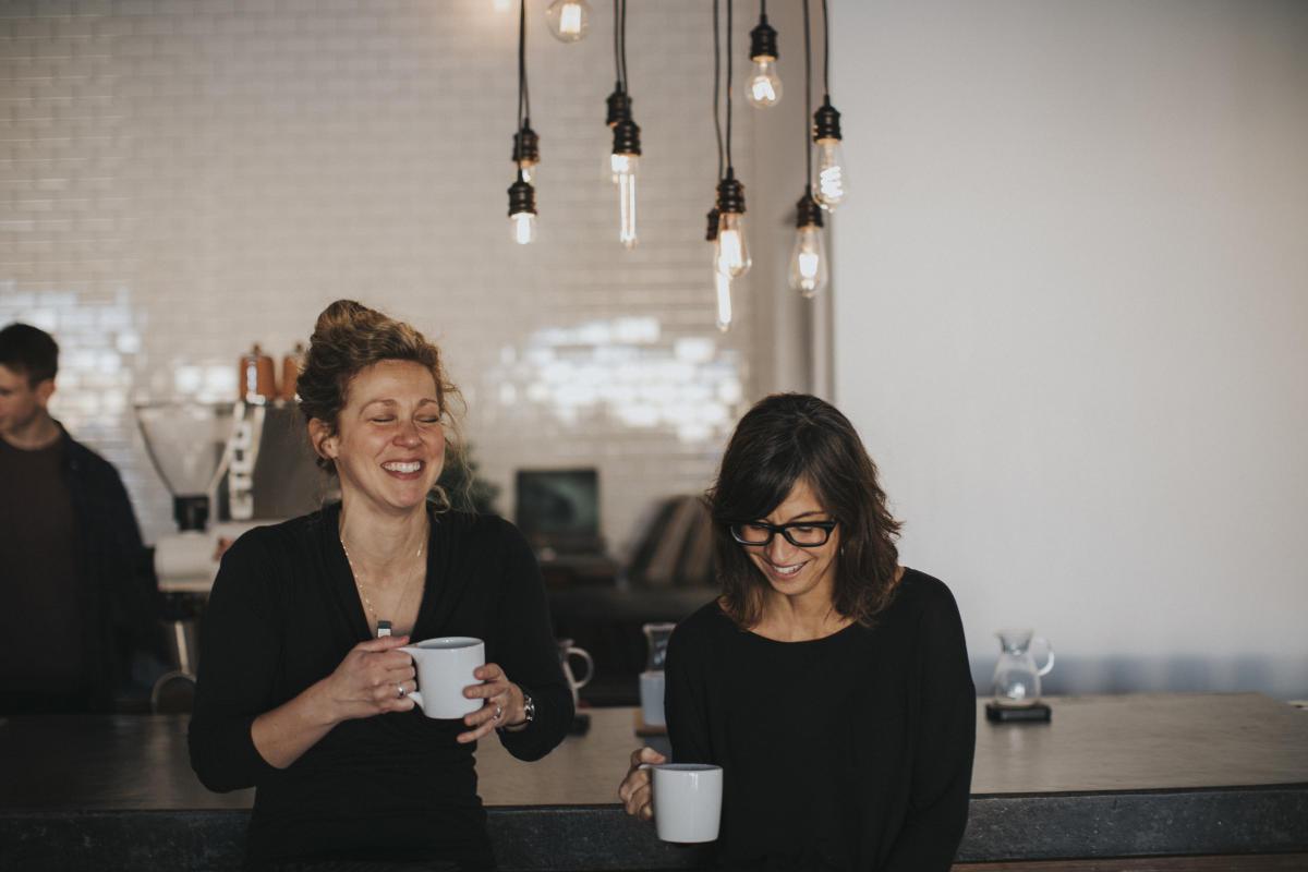 Laughing ladies at Mundos Roasting & Co.
