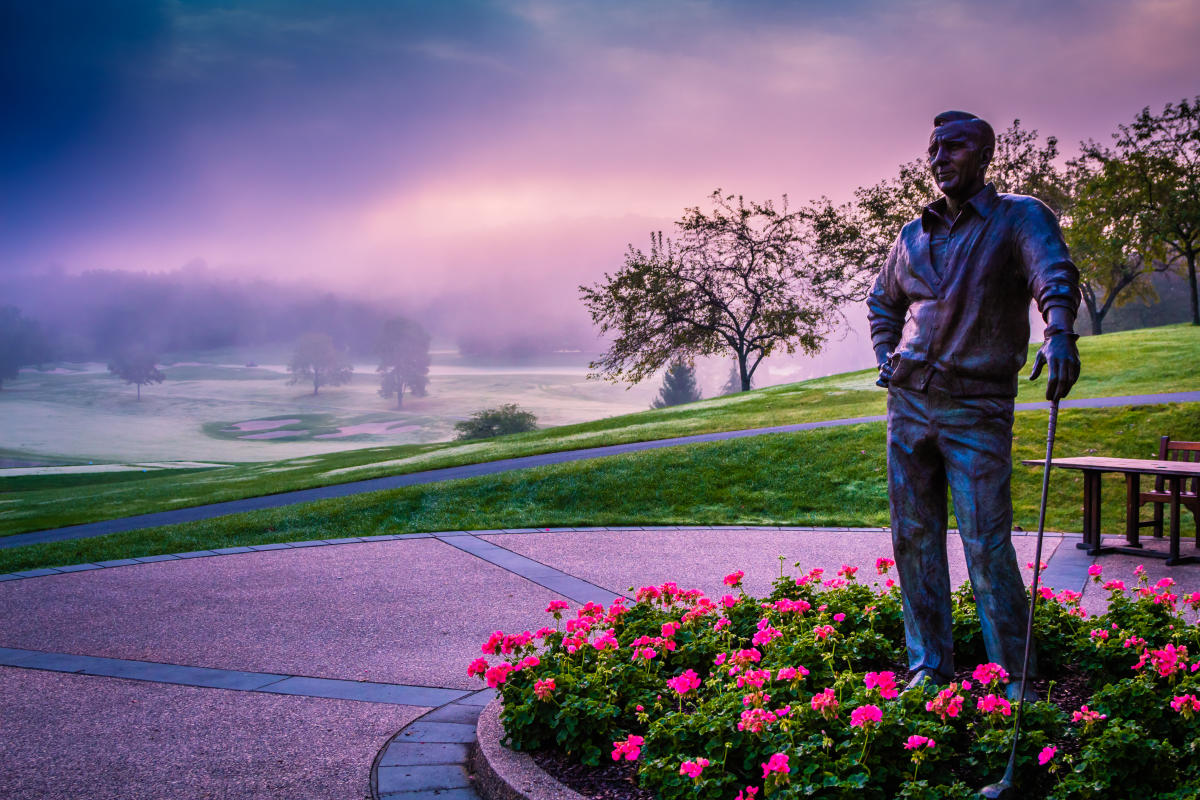 Tiffani Nieusma, Laurel Valley Golf Club Statue, Ligonier