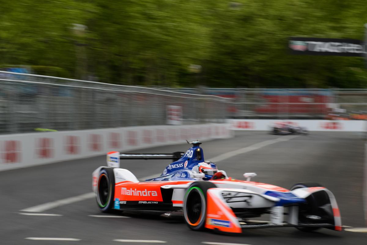 Forumla-E-racing-NYC-mahindra-racing-Spacesuit-Media-Lou-Johnson-FormulaE-Paris-April-2018-9003