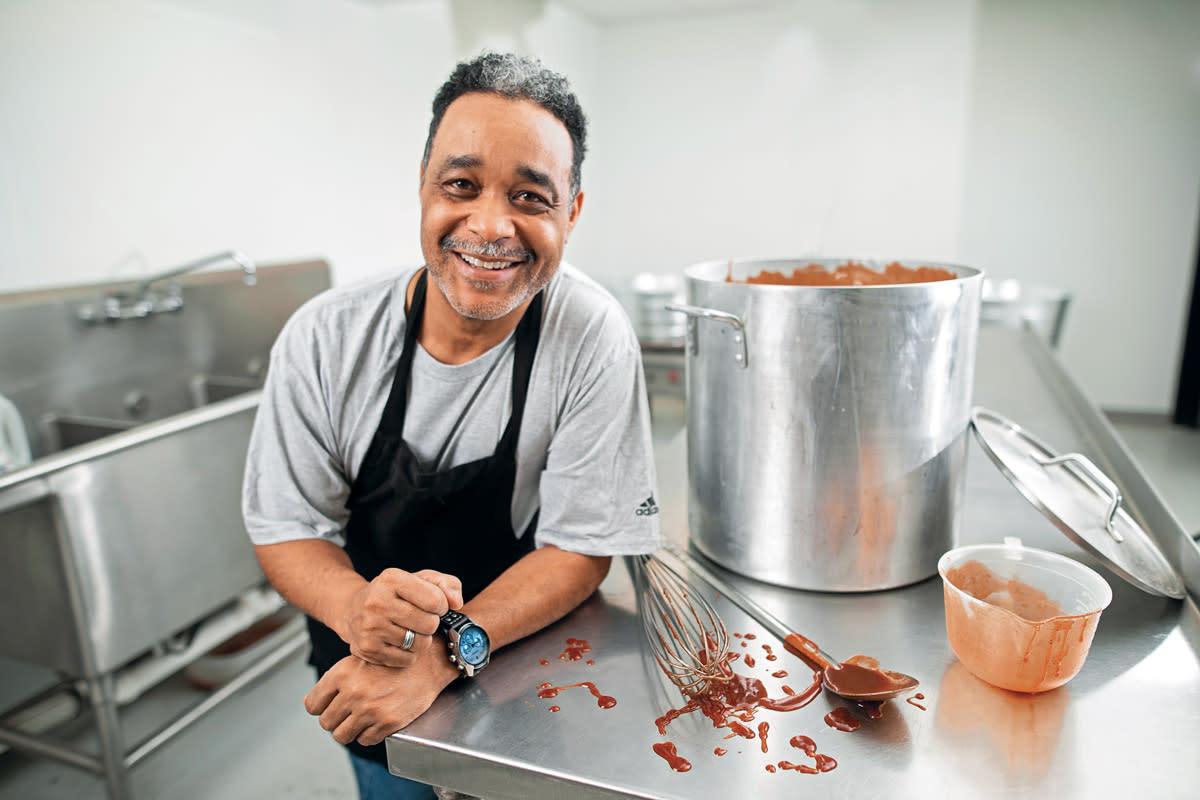 chef-bbq-sauce-kitchen
