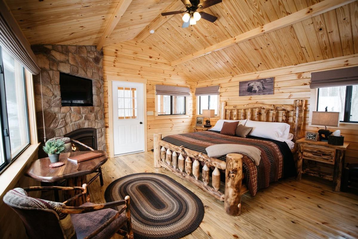 Oak Lodge Room