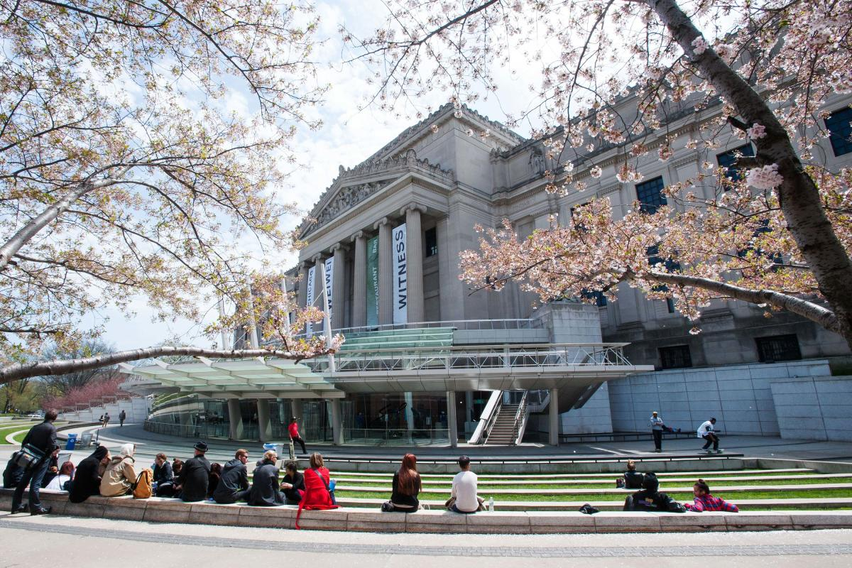 brooklyn museum, exterior, spring