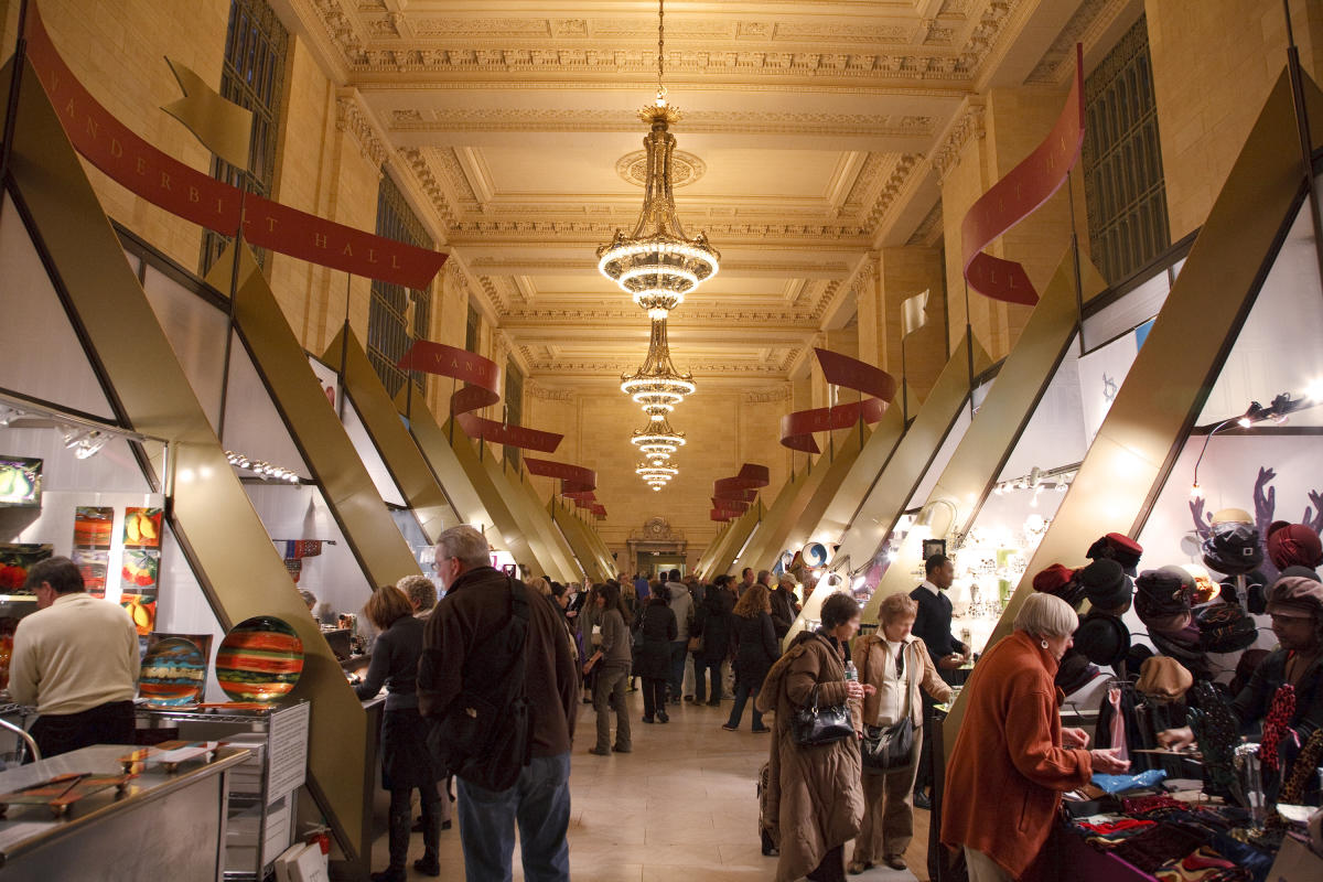 Holiday Market, Grand Central, interior